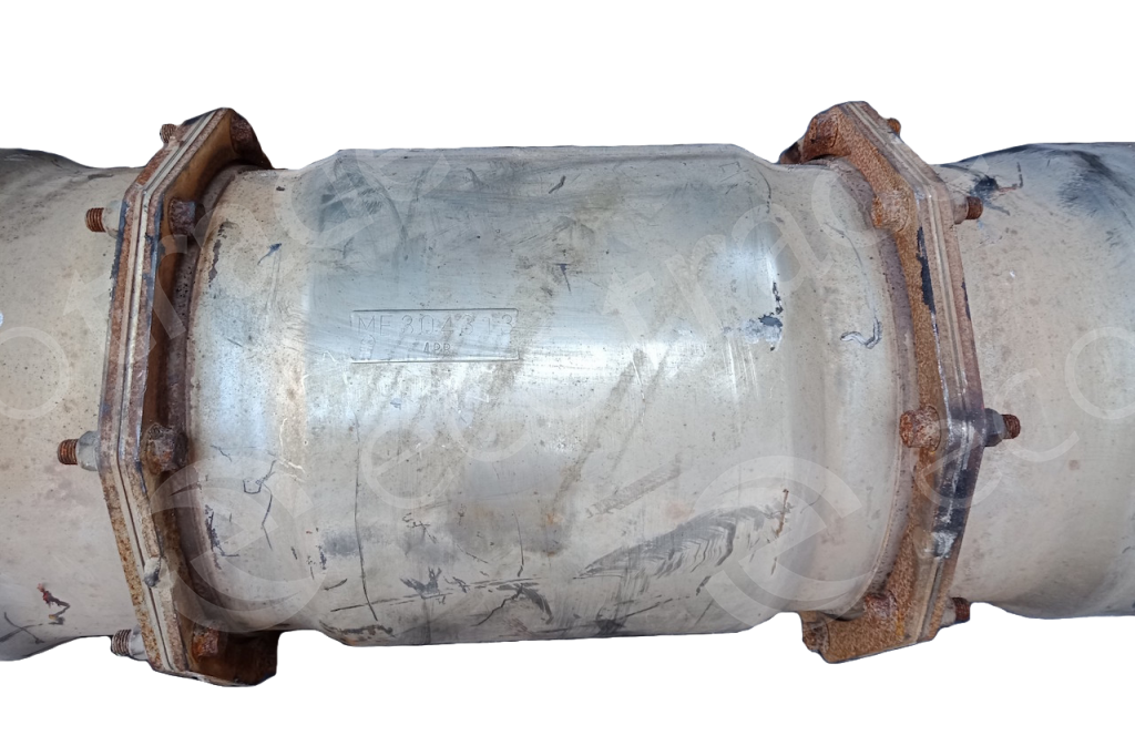 FUSO-ME304313 (Middle)Catalytic Converters
